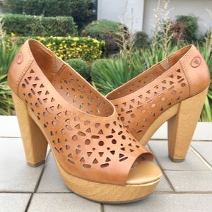 Lucky Brand Leather Wooden Heel Shoes 5.5